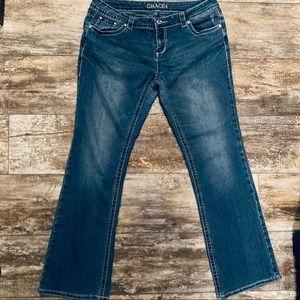 Grace in La Flare Jeans